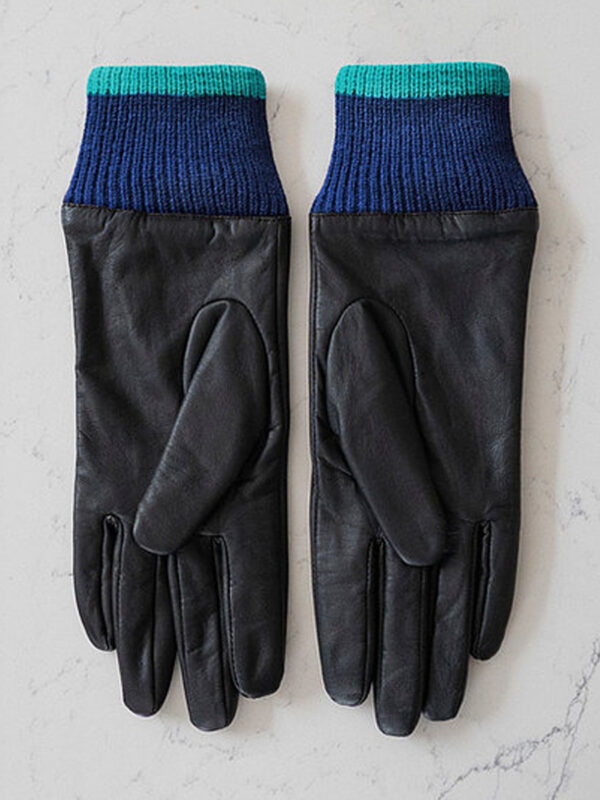 mabel-sheppard-eyes-gloves-2